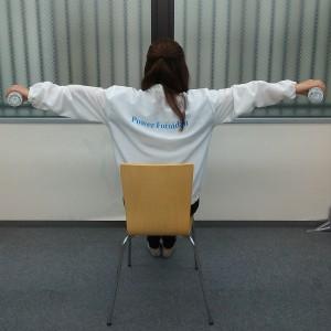 腕を横に上げる運動