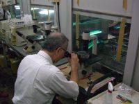 低分子化フコイダンの研究をする白畑名誉教授